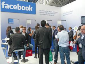 Facebook, gli utenti condividono meno fonte foto: Wikipedia - Derzsi Elekes Andor